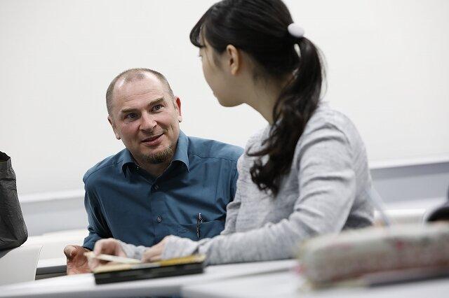 語学を学びながら、人とのつながり方を学んでいく