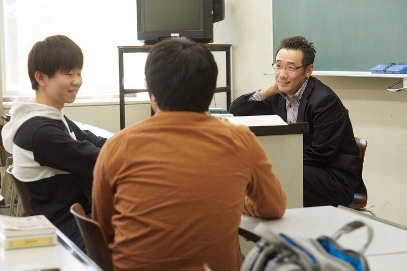 <大学の授業シリーズ> 【前編】求める速度は、アナウンサーレベル。少人数授業でマンツーマン徹底指導!中国語を生涯の武器に