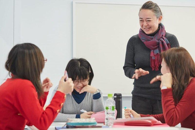 【大学の授業シリーズ】教科書はナシ!先生が話さなくても進む授業!?のヒミツ