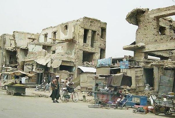 2004年首都カブールの街並み.jpgのサムネイル画像