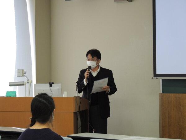 1.開会挨拶 渡邊信副学長・教職センターセンター長.JPGのサムネイル画像