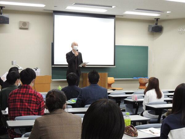 6.閉会挨拶 森秀夫教職センター副センター長.JPGのサムネイル画像