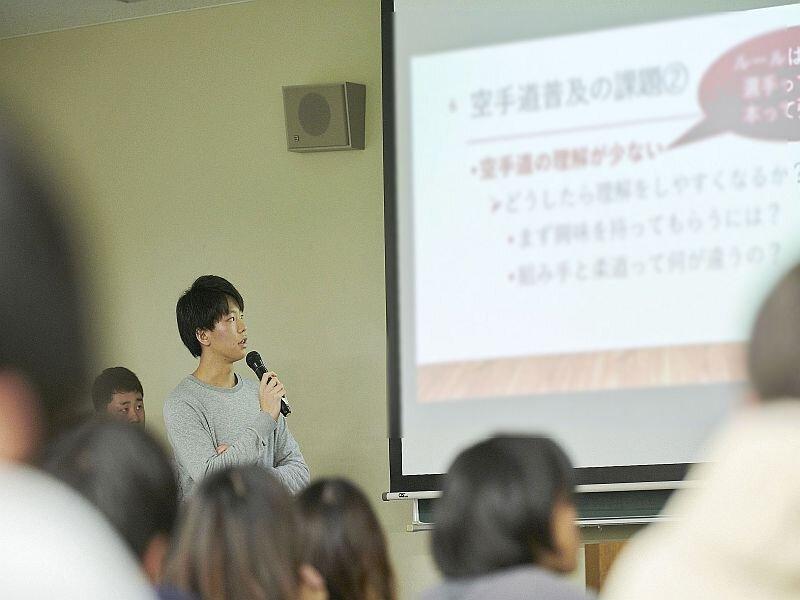 情報系卒論発表会の優秀発表を表彰(大学ITソリューションセンター)