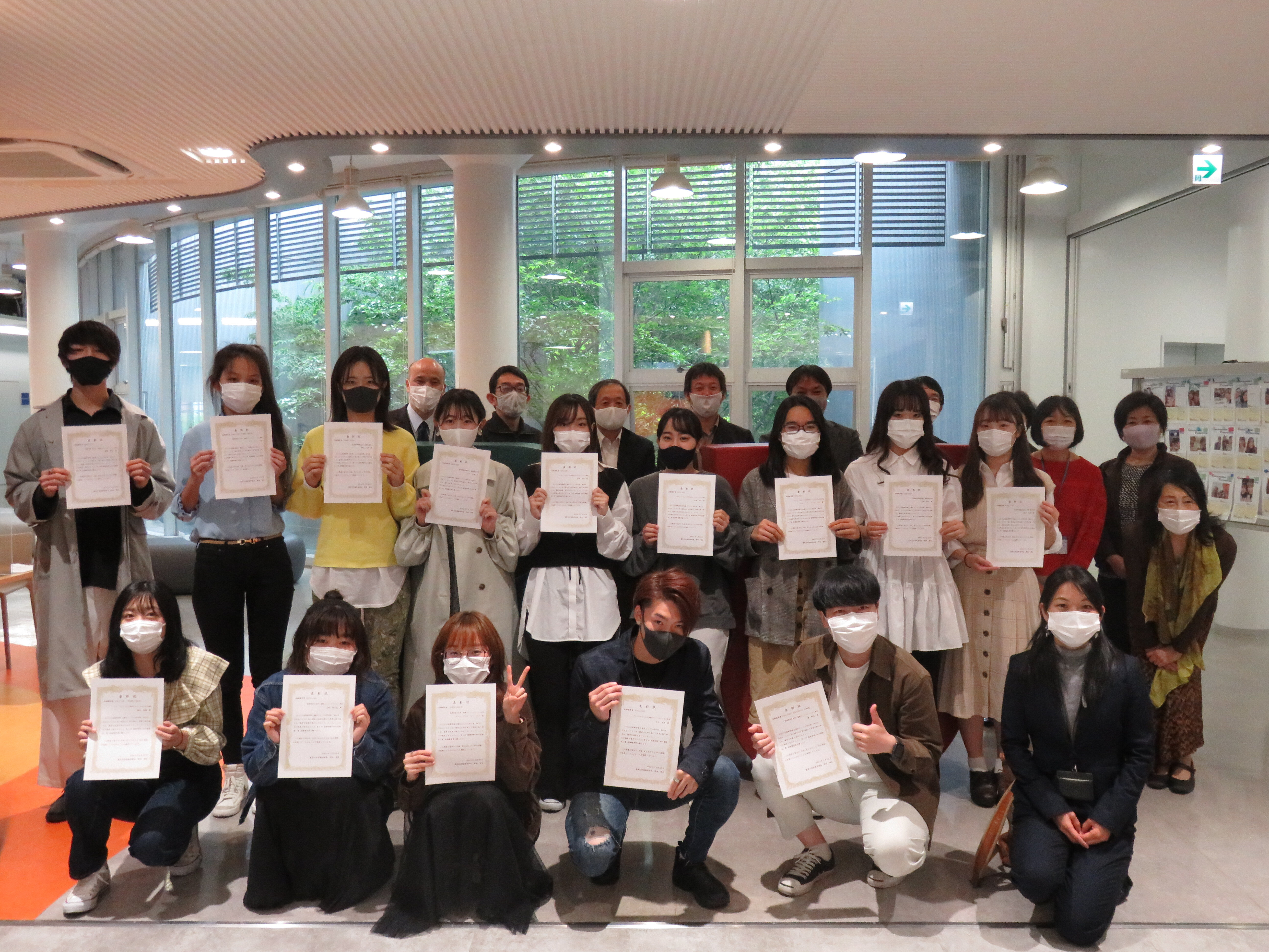 【開催報告】国際学部で「知の冒険者賞」表彰式を行いました。