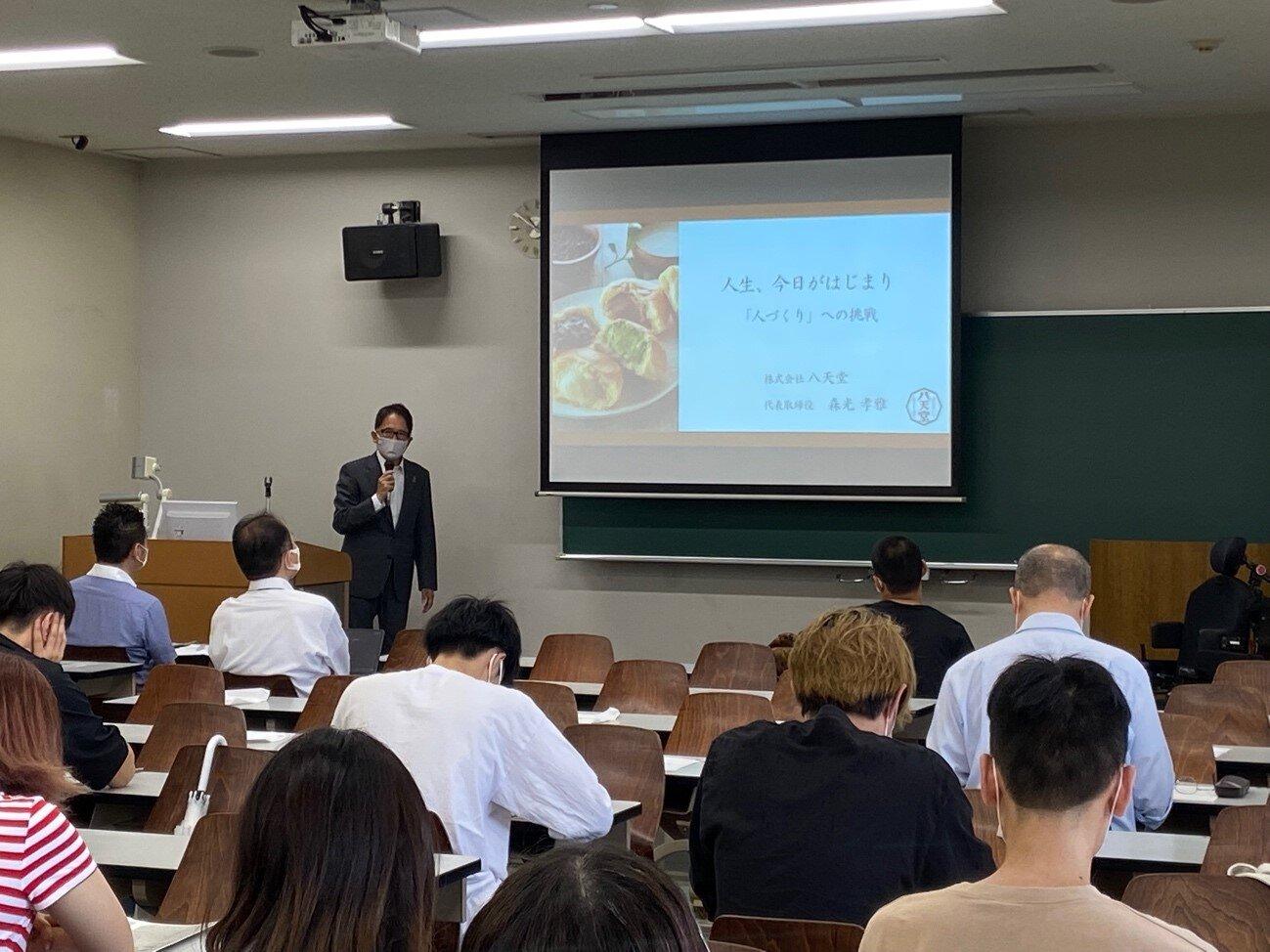 「道徳経営特論A」の授業にて (株)八天堂 代表取締役社長 森光孝雅氏による講義が行われました。
